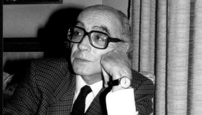 """""""Motorokat szereltem szét"""" (Interjú José Saramagóval a Lanzarotei füzetekben)"""